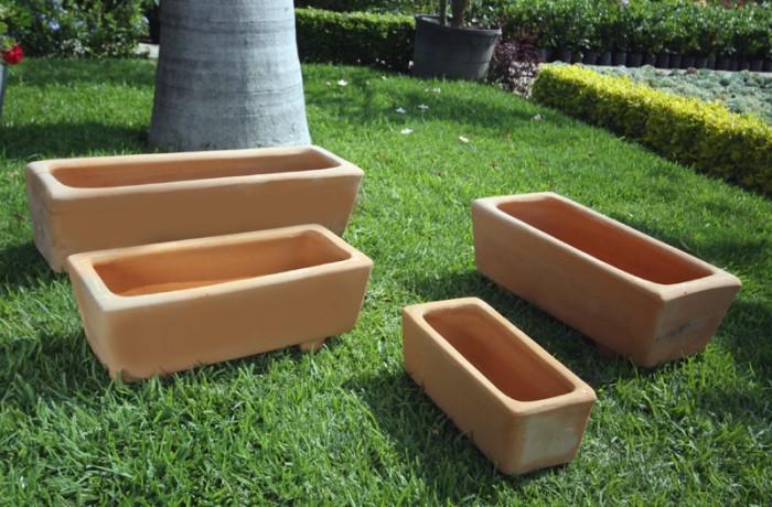 jardinera cuadrada de barro