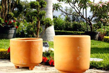 maceta cilindrica con patitas